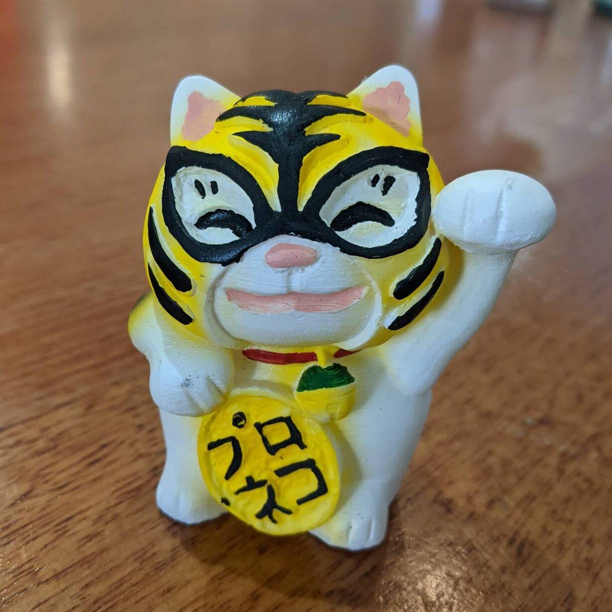 cat figurine by jado sekkei