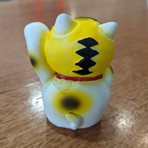 cat figurine by jado sekkei