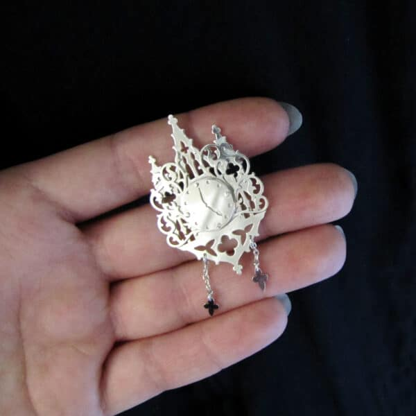 haunted horloge silver clock locket pin by skadi jewellery design