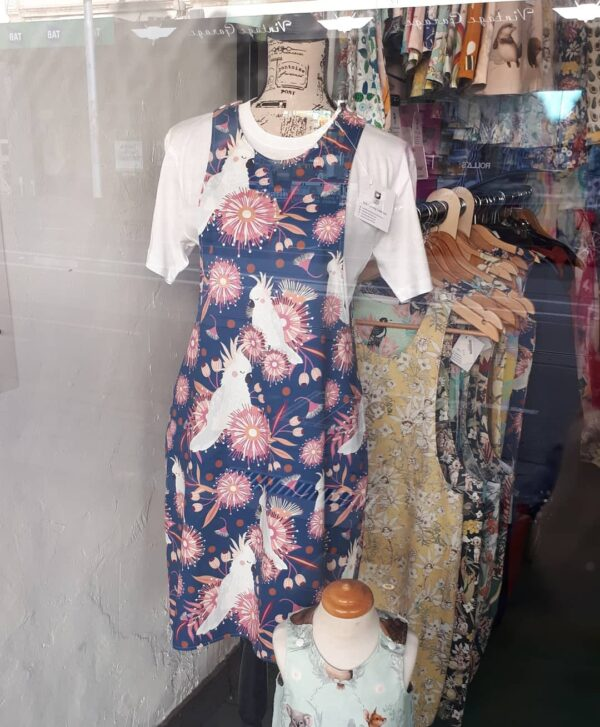 ladies-reversible-pinafore-dress-sz-8-cockatoos-and-rainbows-by-st-david-studio-3065-by-kylie-8146