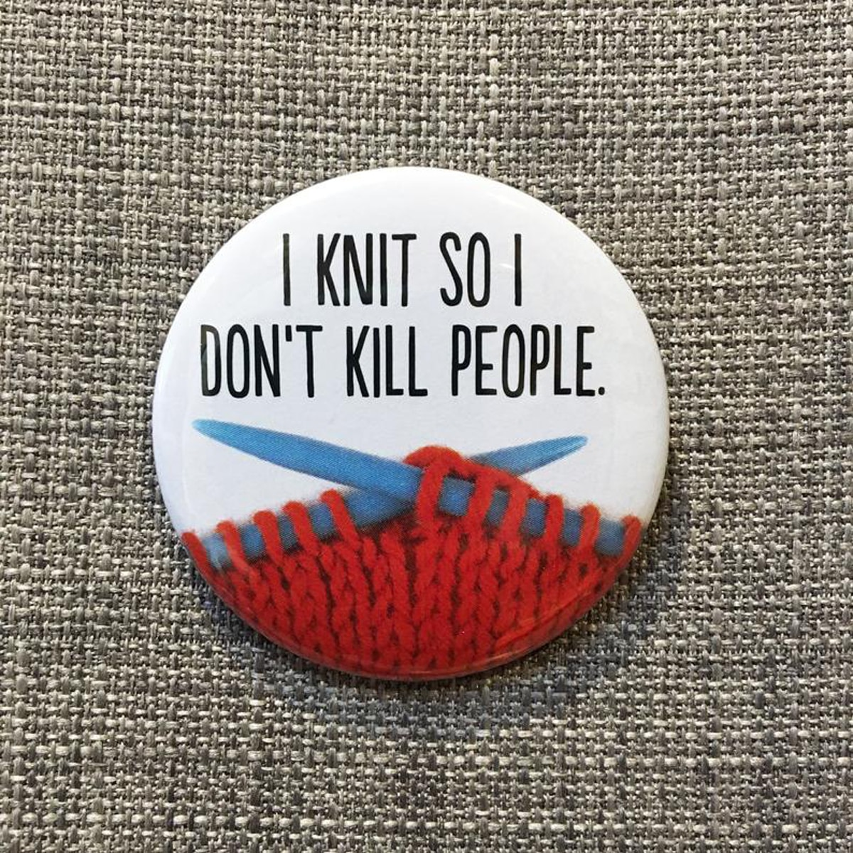 BADGE – I KNIT SO I DON'T KILL PEOPLE By Look Mama
