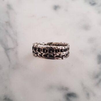 crumpled-large-textured-ring-size-p-165-corinne-lomon-29502-corinnelomon