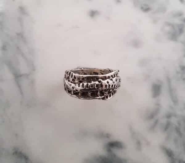 little-crumple-textured-ring-size-w-115-corinne-lomon-29498-corinnelomon