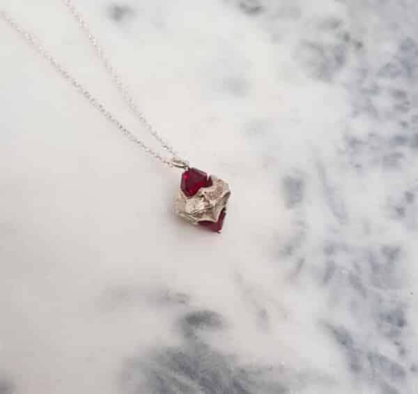 necklace-handmade-vertebrae-with-red-swarovski-by-corinne-lomon-993024-corinnelomon