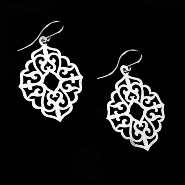 arabesque-small-silver-earrings-by-skadi-jewellery-design-by-Clare