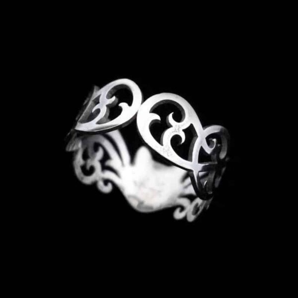 wandering-whiskers-silver-cat-ring-by-skadi-jewellery-design-by-skadijewellery