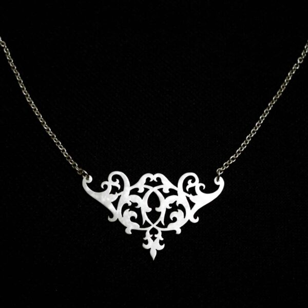 renaissance-soiree-small-silver-floral-necklace-by-skadi-jewellery-design-by-Clare