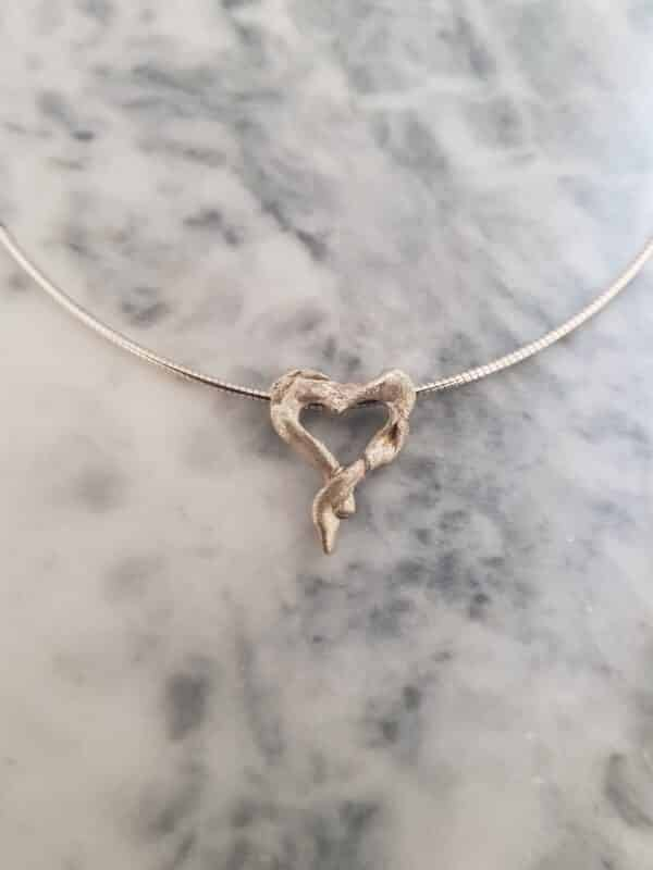heart-shaped-twisted-stirling-silver-pendant--corinnelomon