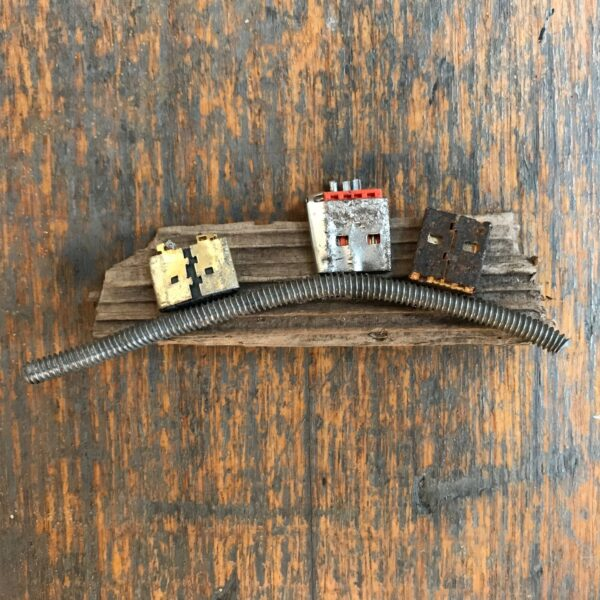 stickybeaking-robots-handmade-brooch-by-nancydee-sculptures-by-nancylane