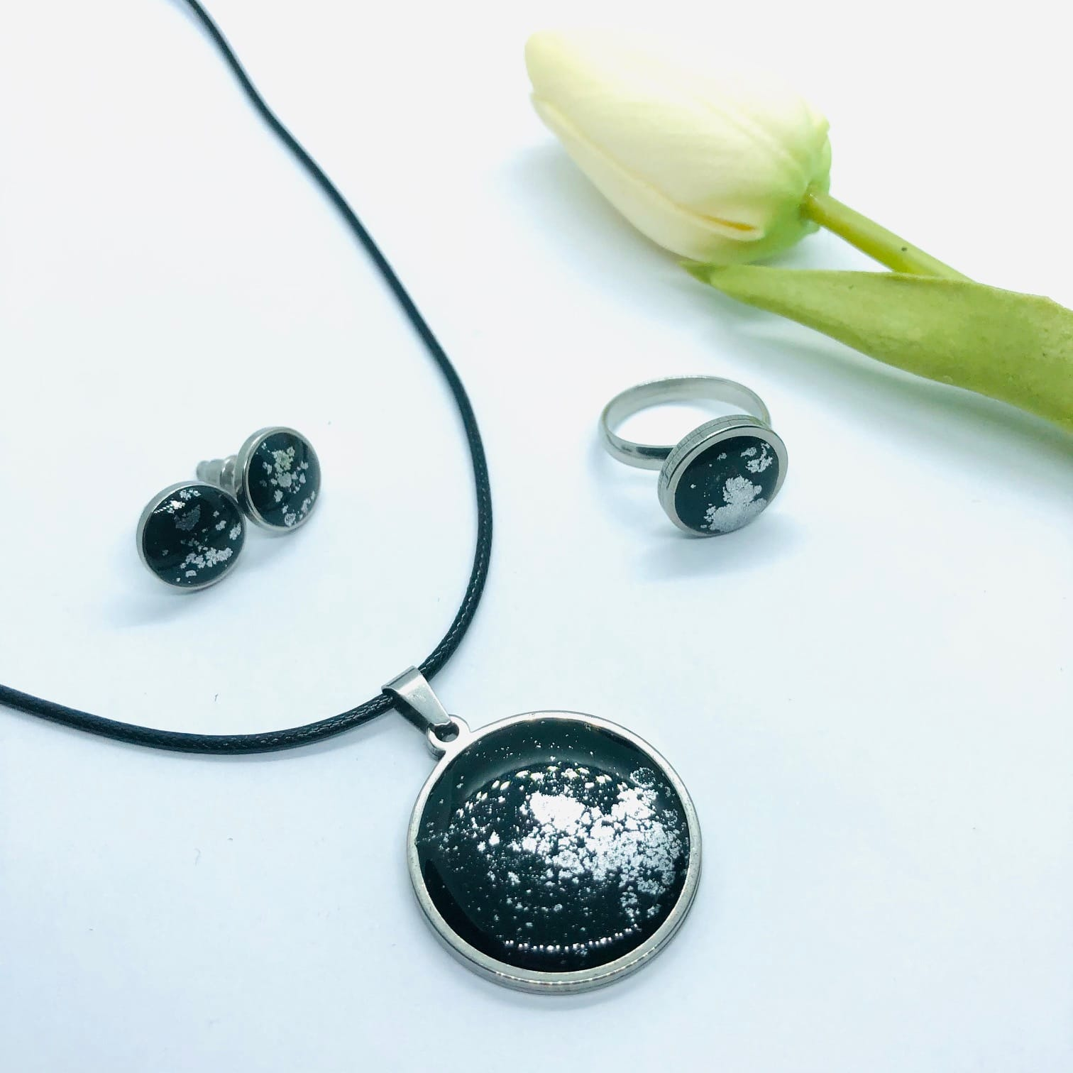 Black Resin Round 3 Piece Set – By Jantina