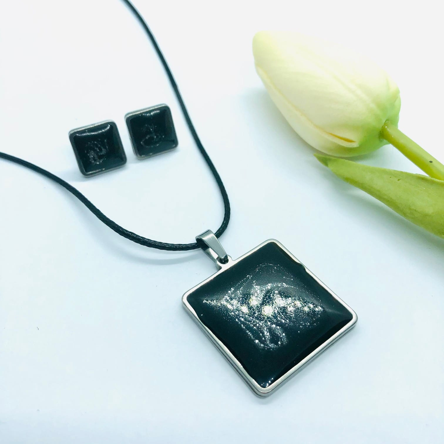 Black Resin Square Earring And Pendant2 Piece Set – By Jantina