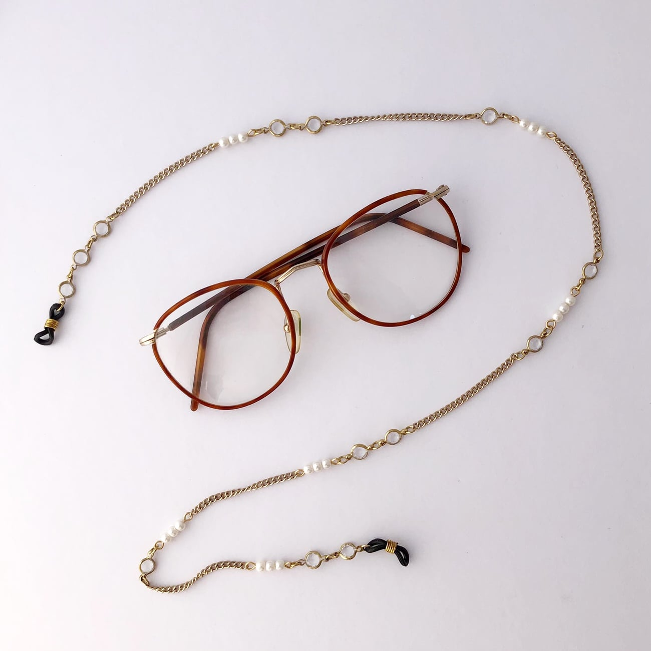 repurposed-vintage-crystal-and-pearl-bead-glasses-chain-by-my-vintage-obsession-by-myvintageobsession2020
