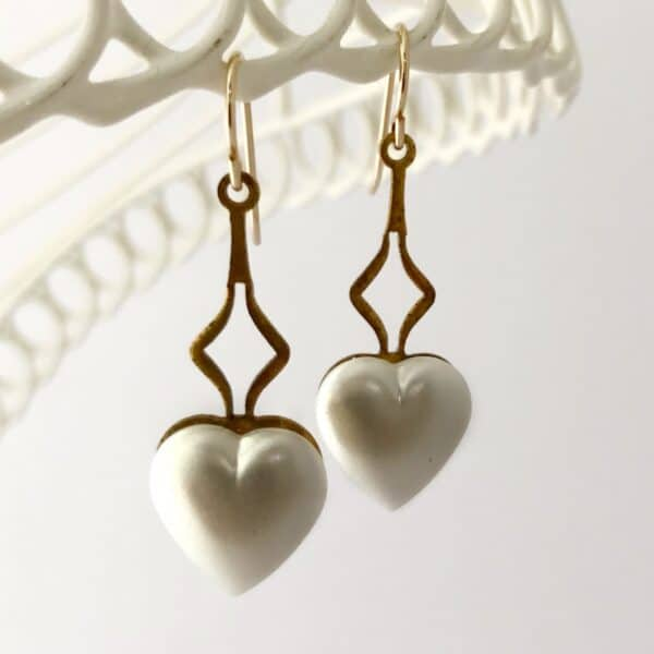 vintage-pearl-heart-drop-earrings-by-my-vintage-obsession-by-myvintageobsession2020