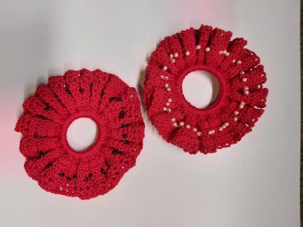 redwhite-pearl-scrunchie-by-u-knit-crochet-by-Ivy