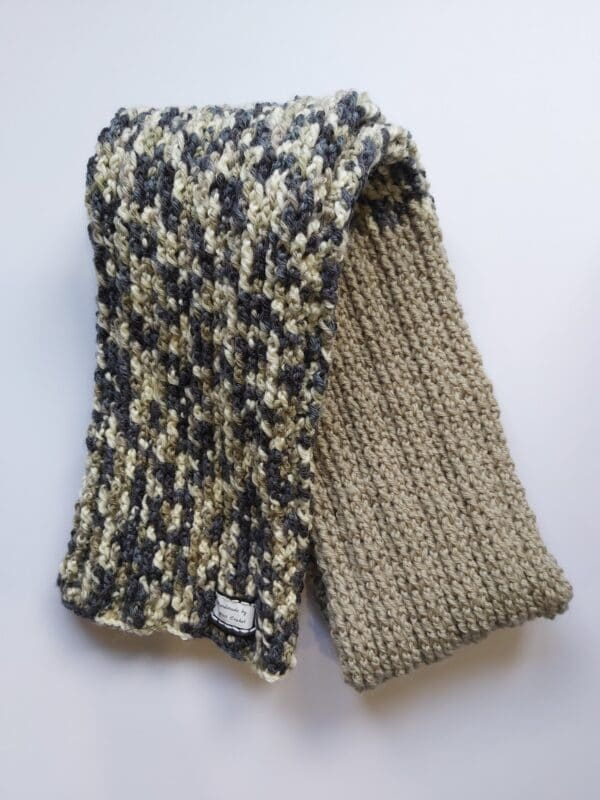 greywhite-ribbed-scarf-by-u-knit-crochet-by-Ivy
