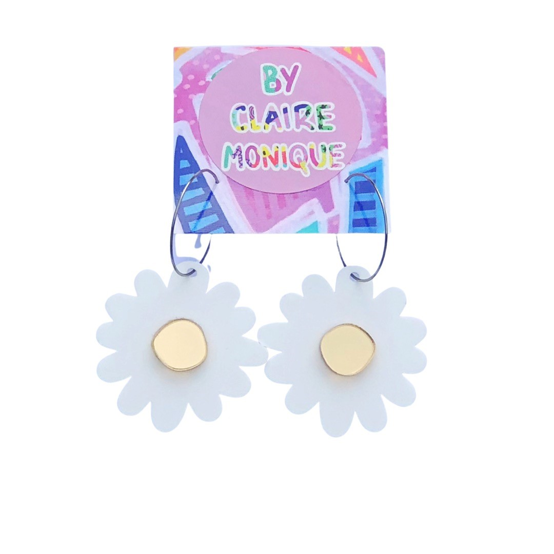 doodley-acrylic-daisy-earrings-by-claire-monique-by-byclairemonique