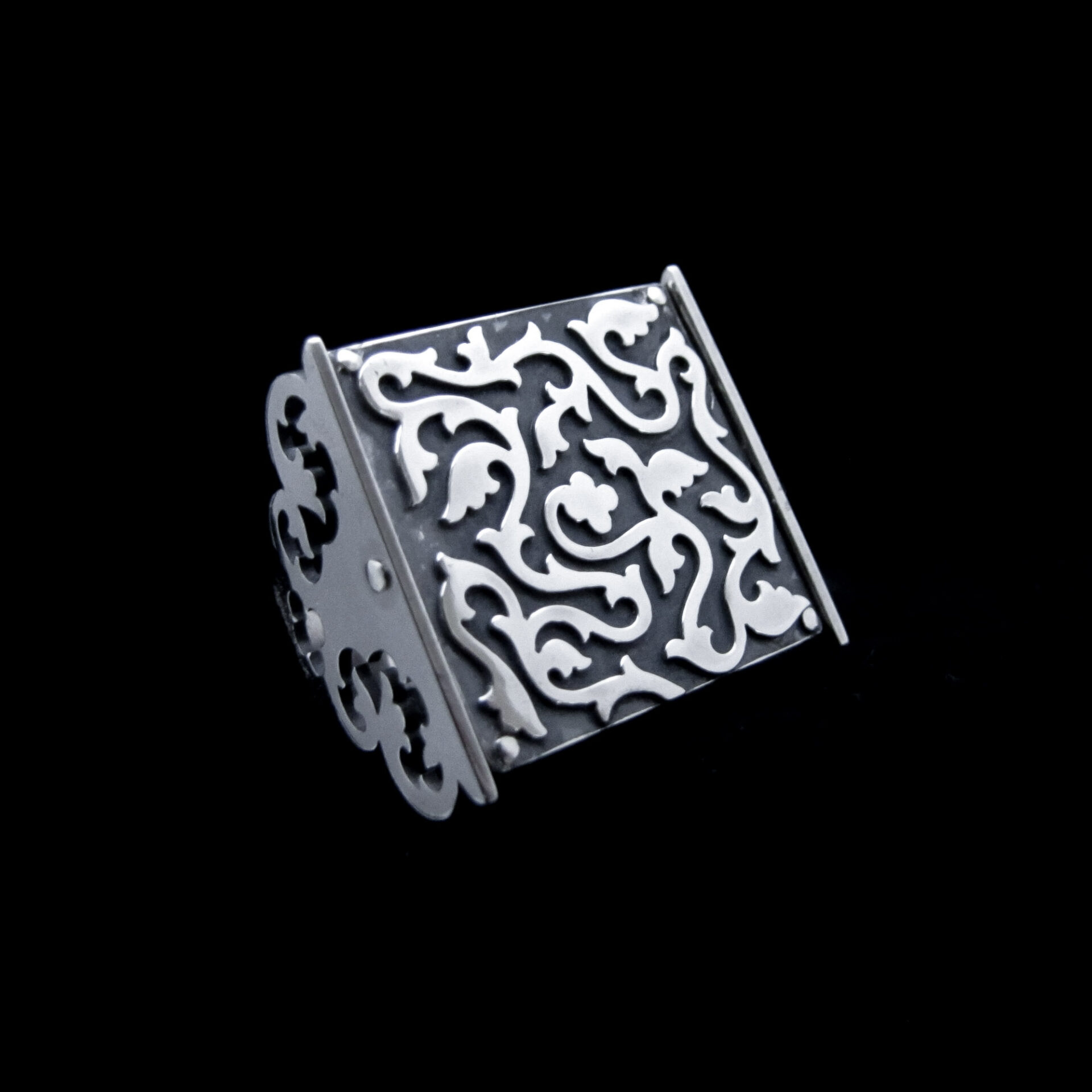 Labyrinth – Silver Poison Ring By Skadi Jewellery Design
